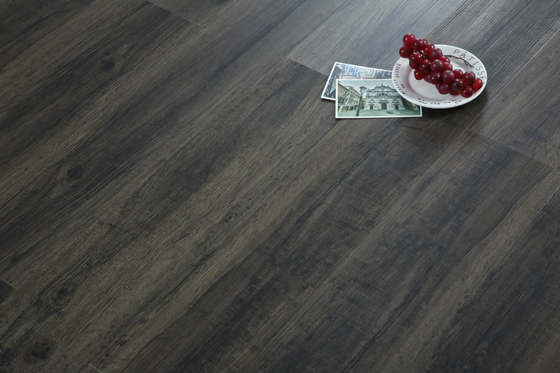 China 4mm Modern Luxury Waterproof Vinyl Flooring With High Temperature Resistance factory